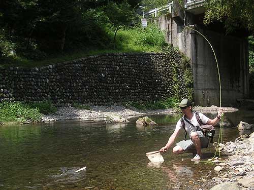 フライフィッシング スクール|養沢毛鉤専用釣場